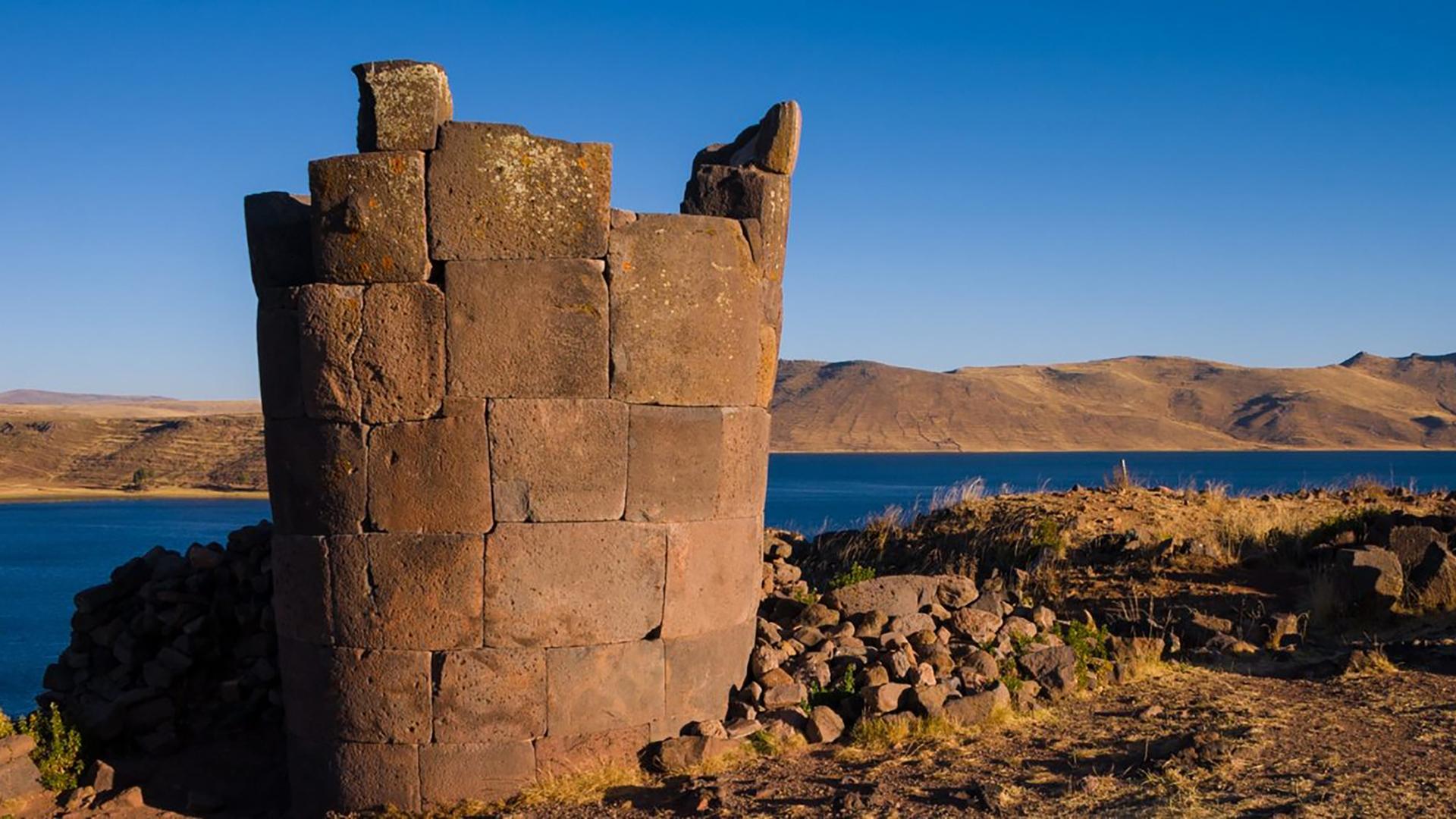 Site archéologique pré-Inca du Lac Titicaca, situé sur les rives du lac Umayo