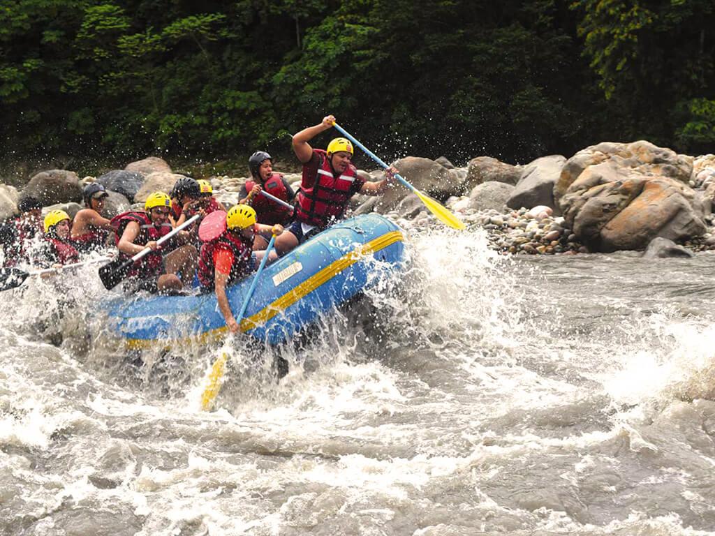 La rivière Coroico en Bolivie est idéale pour des activités comme le rafting