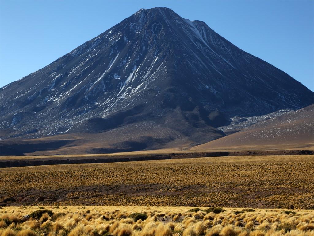 Andinisme sur le Volcan Licancabur en Bolivie
