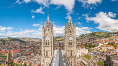 Vue sur la Basilique Quito Equateurr