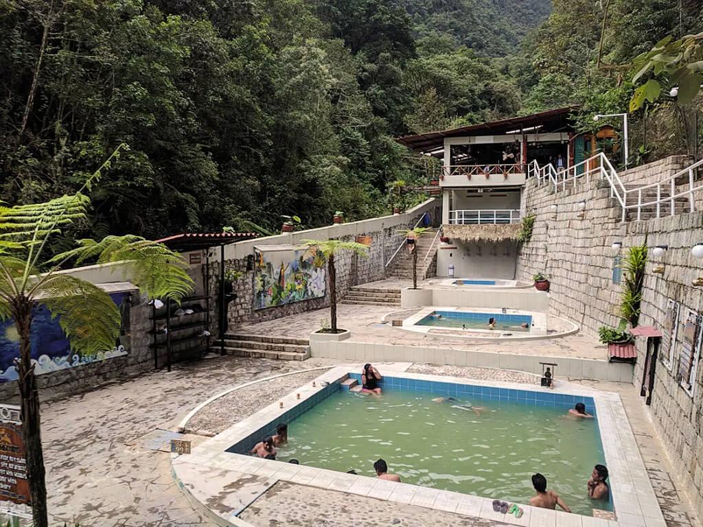 Bains eaux thermales à Aguas Calientes au Pérou