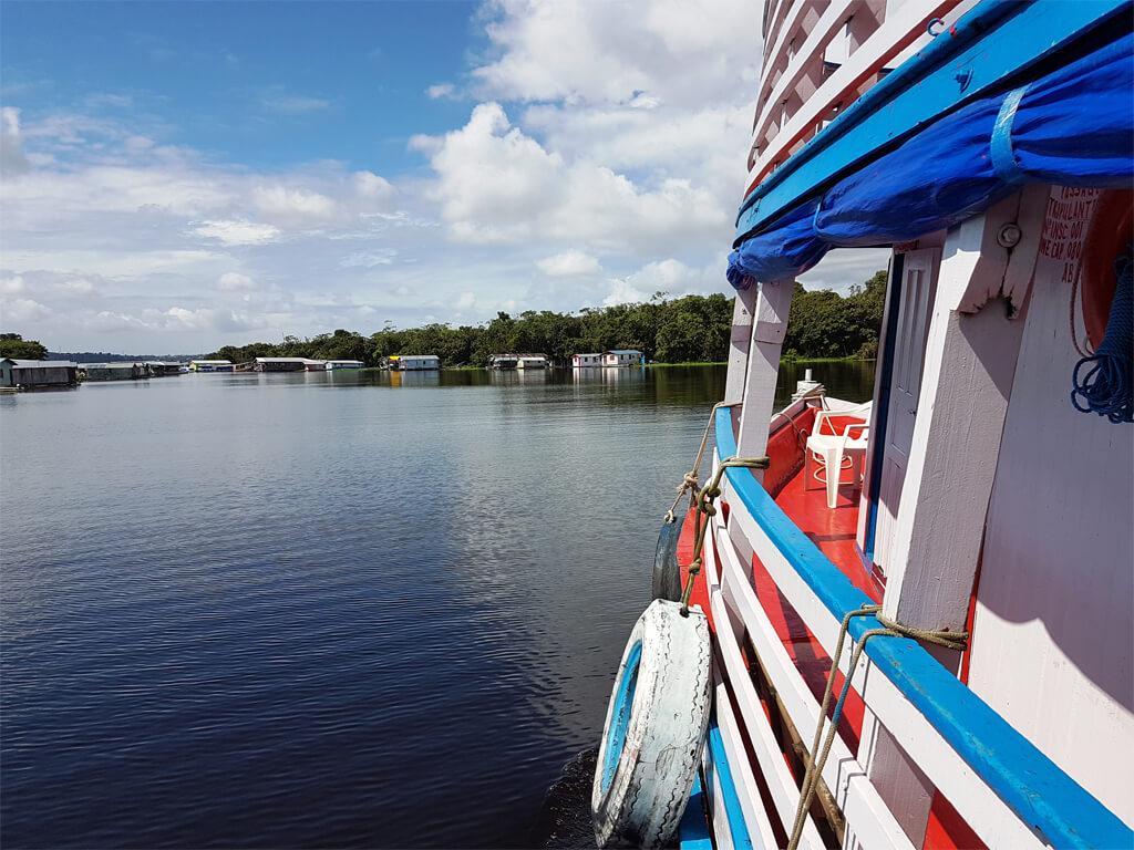 Navigant de Tabatinga à Manaus sur l'Amazone au Brésil