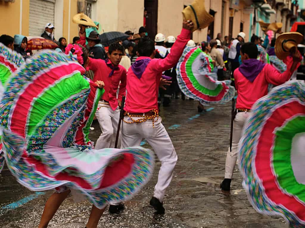 Festivités pendant le carnaval de Guaranda en Équateur