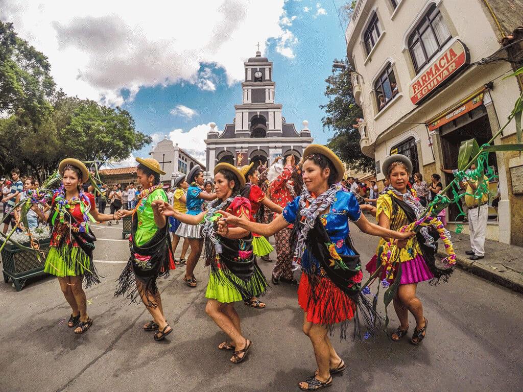 Défilé au carnaval Chapaco de Tarija en Bolivie