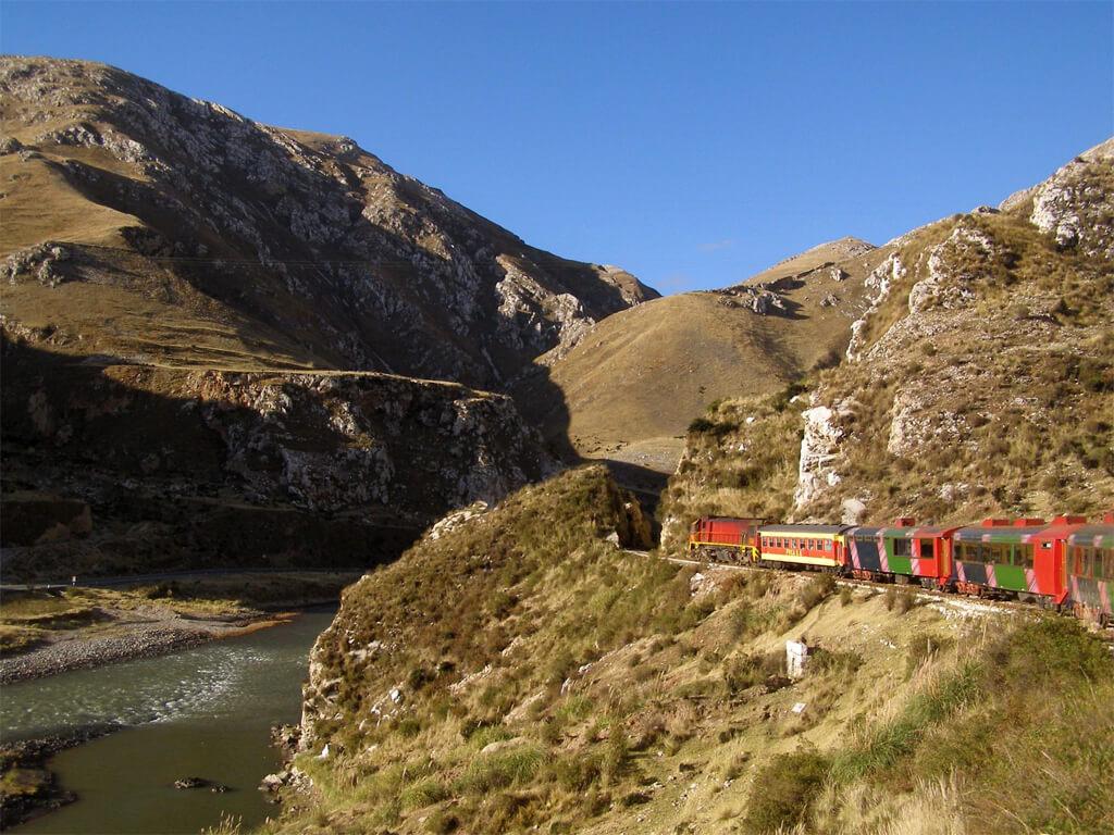 Chemin de fer andin entre Lima et Huancayo au Pérou