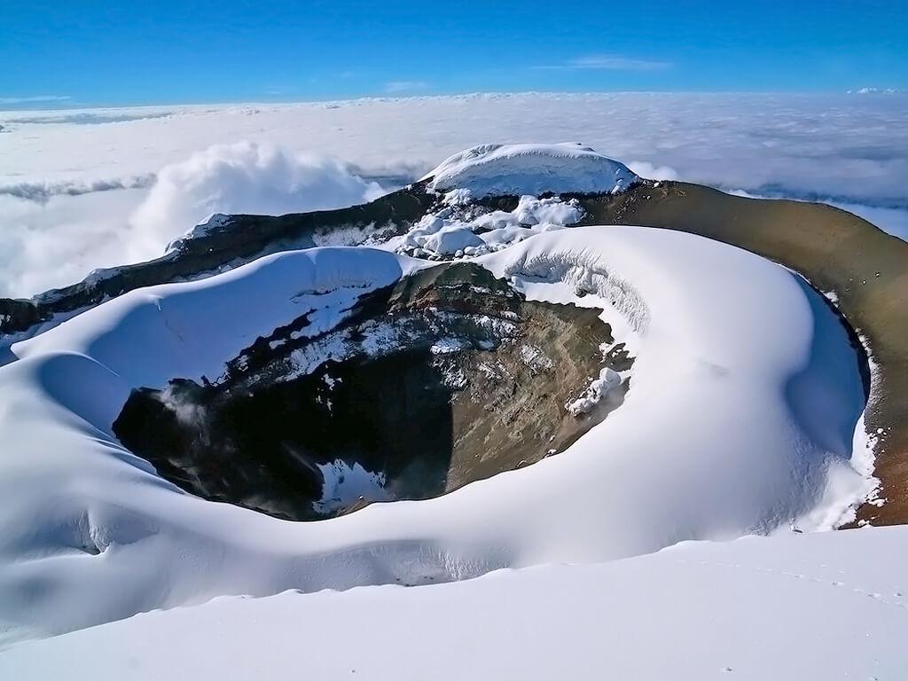 Cratère du volcan Cotopaxi en Équateur