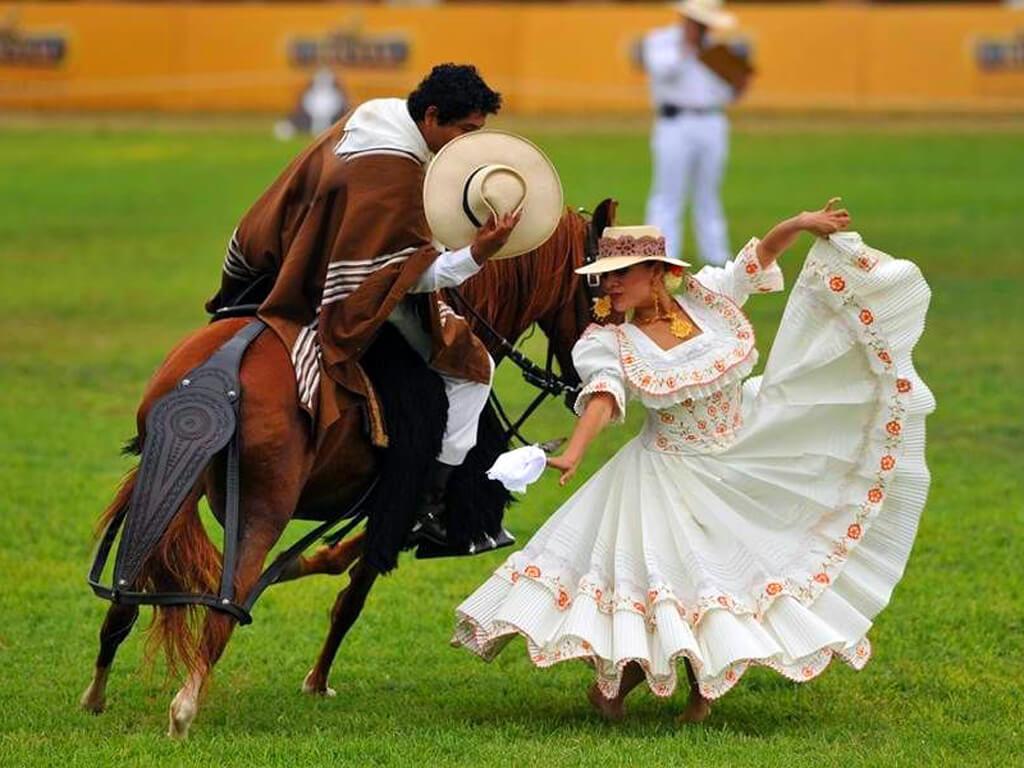 Danse de La Marinera sur Cheval de Paso à Trujillo Pérou