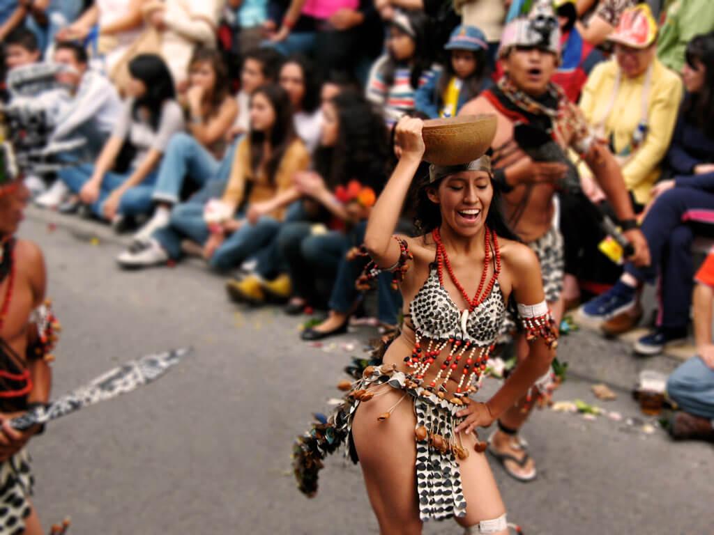 Danses pendant le carnaval de Guaranda en Équateur