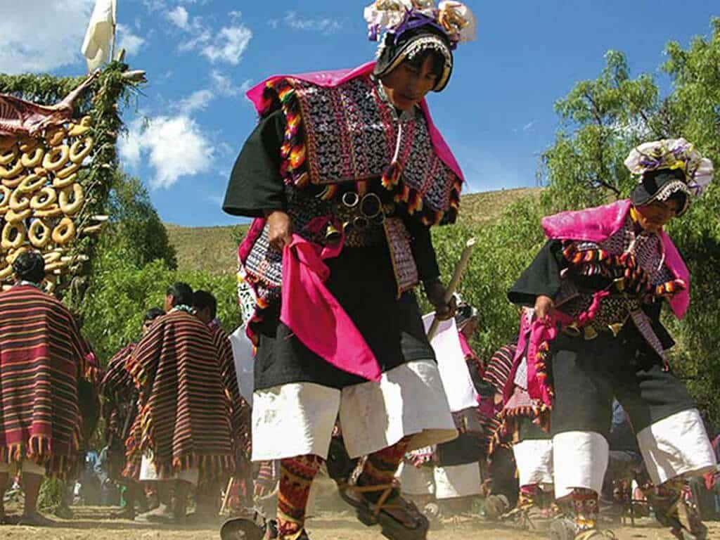 Danses traditionnelles Pujllay à Tarabuco en Bolivie