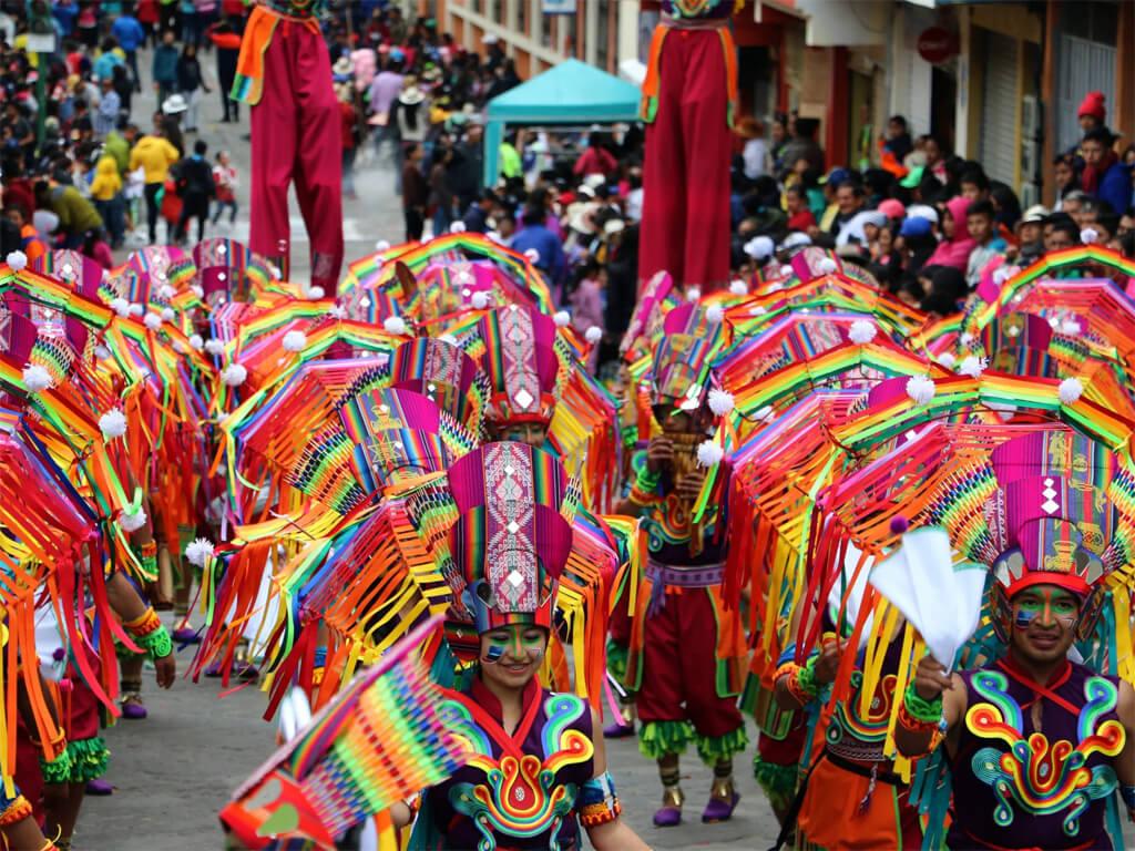 Défilé du carnaval de Guaranda en Équateur