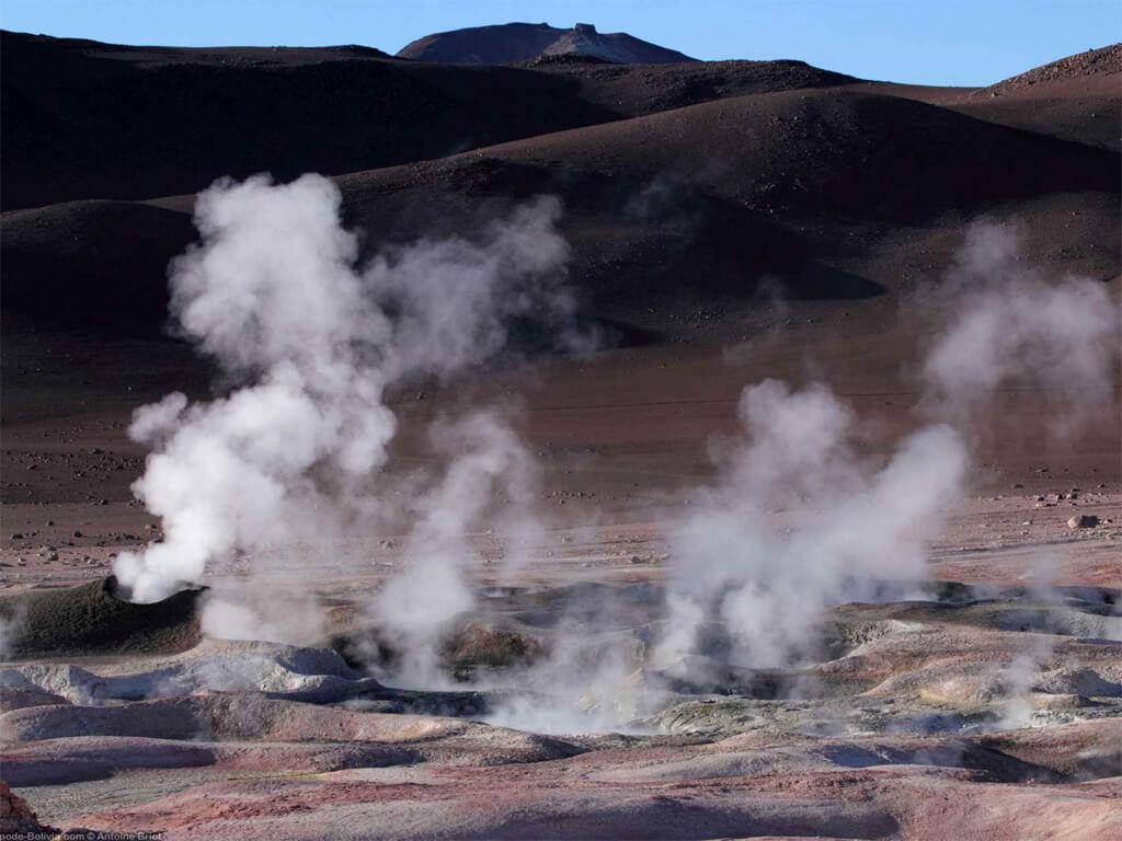 Eaux thermales et geysers à Sol de Mañana en Bolivie