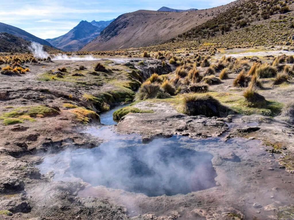 Eaux thermales naturelles de Sajama en Bolivie