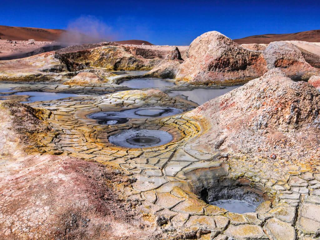 Eaux thermales à Sol de Mañana dans le Sud Lípez en Bolivie