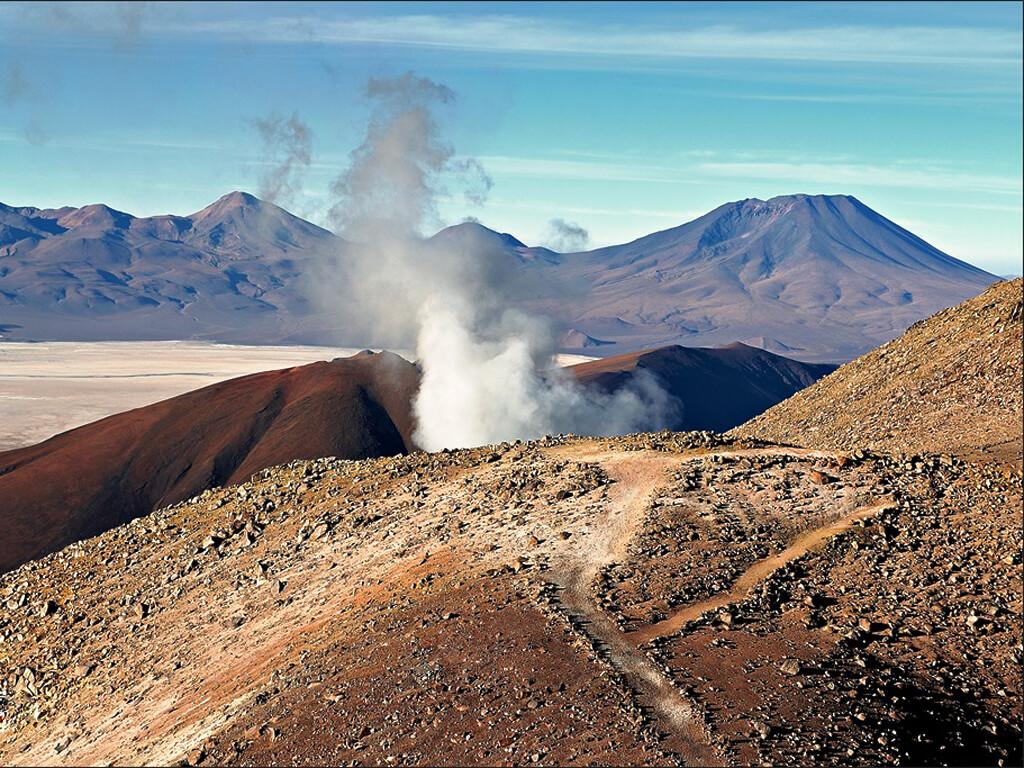 Fumerolles du volcan Ollagüe en Bolivie