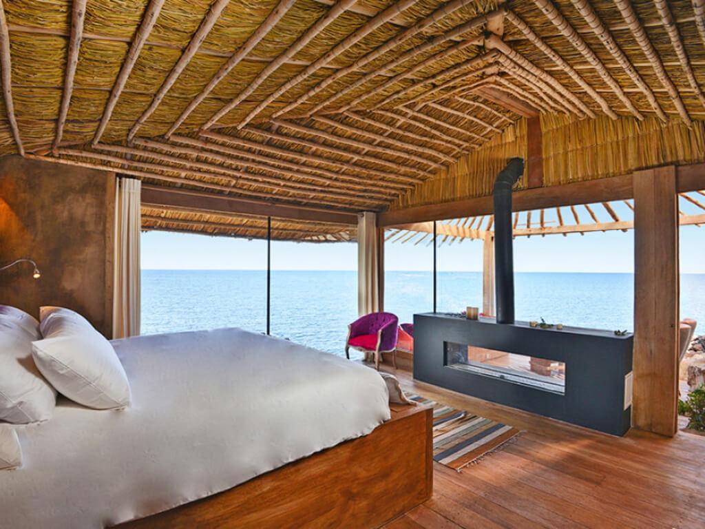 Un hôtel sur une île flottante (Uros) Lac Titicaca
