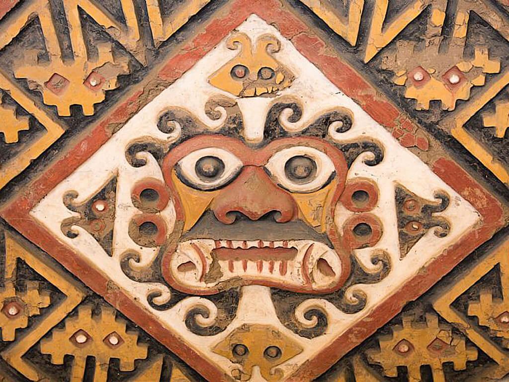 Représentation du Dieu Ai Apaec, protecteur des Moche, à Huacas del Sol y de la Luna au Pérou