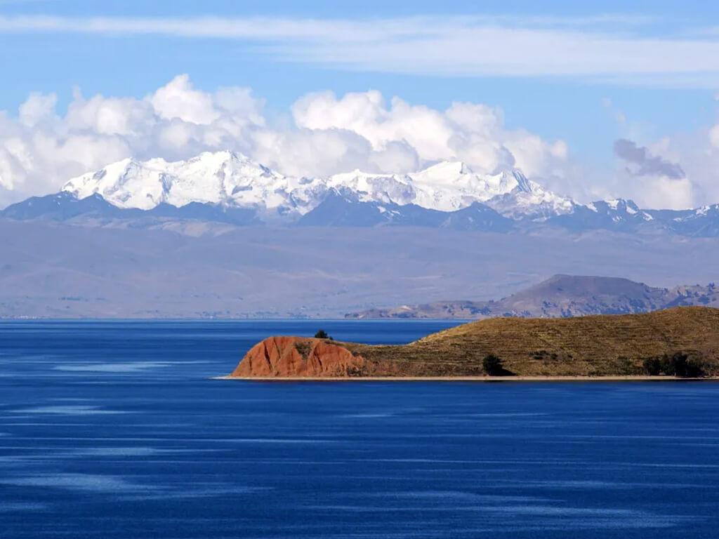Île de la Lune en vue depuis notre kayak sur le lac Titicaca