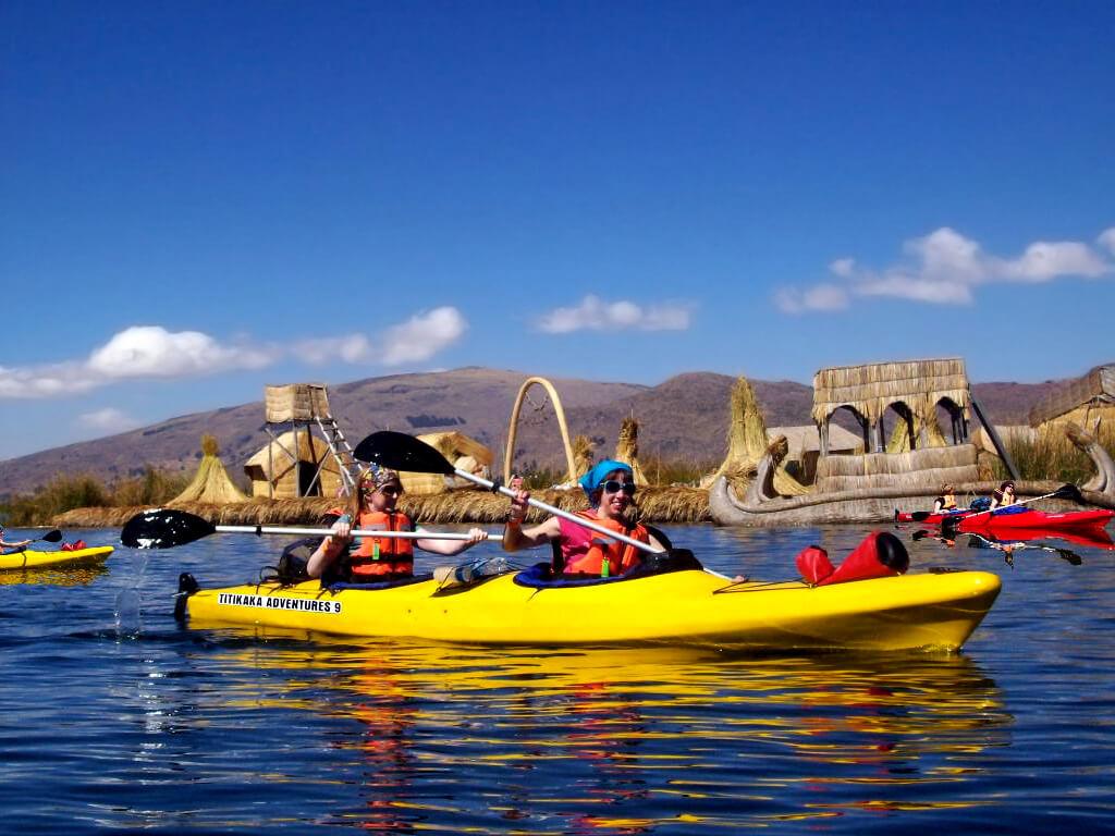 Kayak sur le lac Titicaca en Bolivie