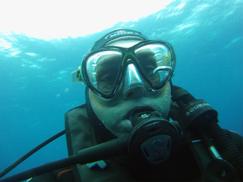 Boris Choquet en plongée au large des îles Darwin et Wolf aux Galápagos