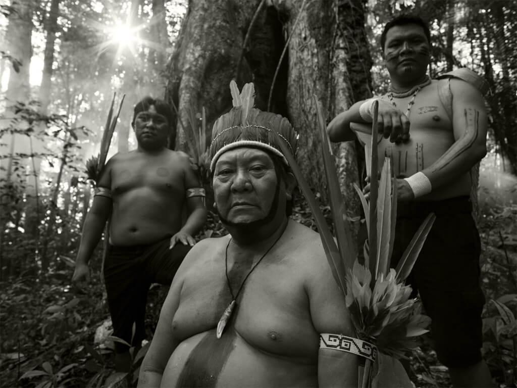 Chaman guérisseur du village en Amazonie