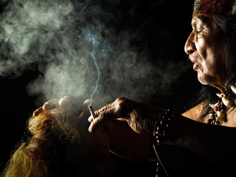Chaman, le sorcier des villages en Amazonie