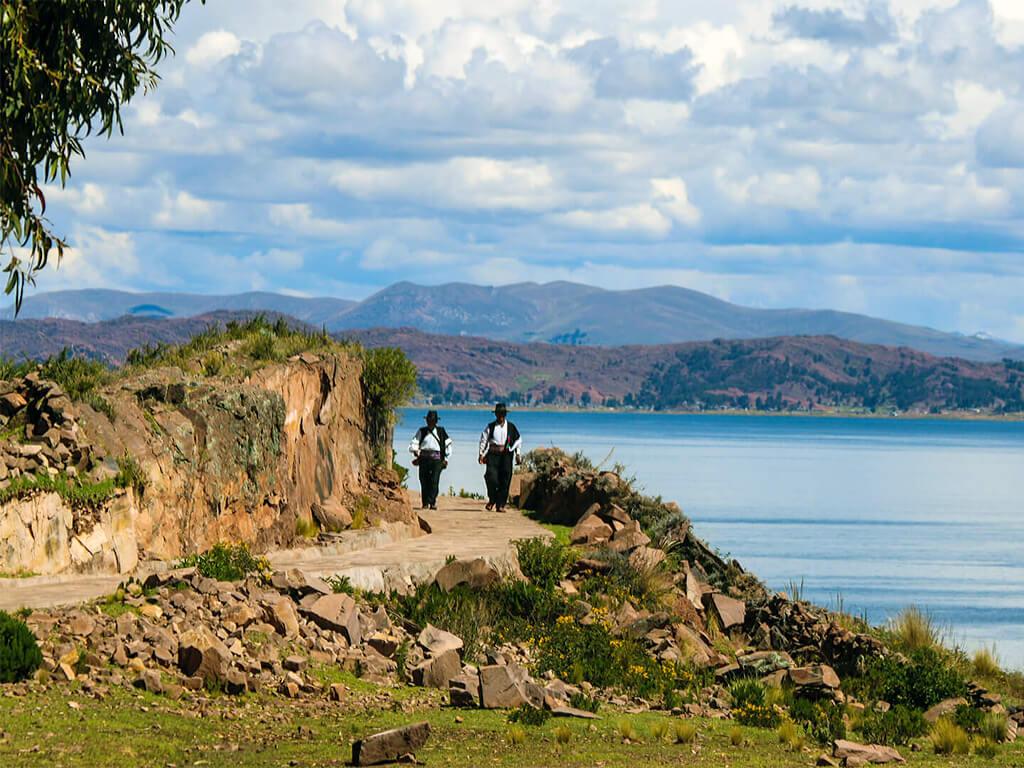 La charmante Île de Taquile vers Puno, sur le Lac Titicaca au Pérou
