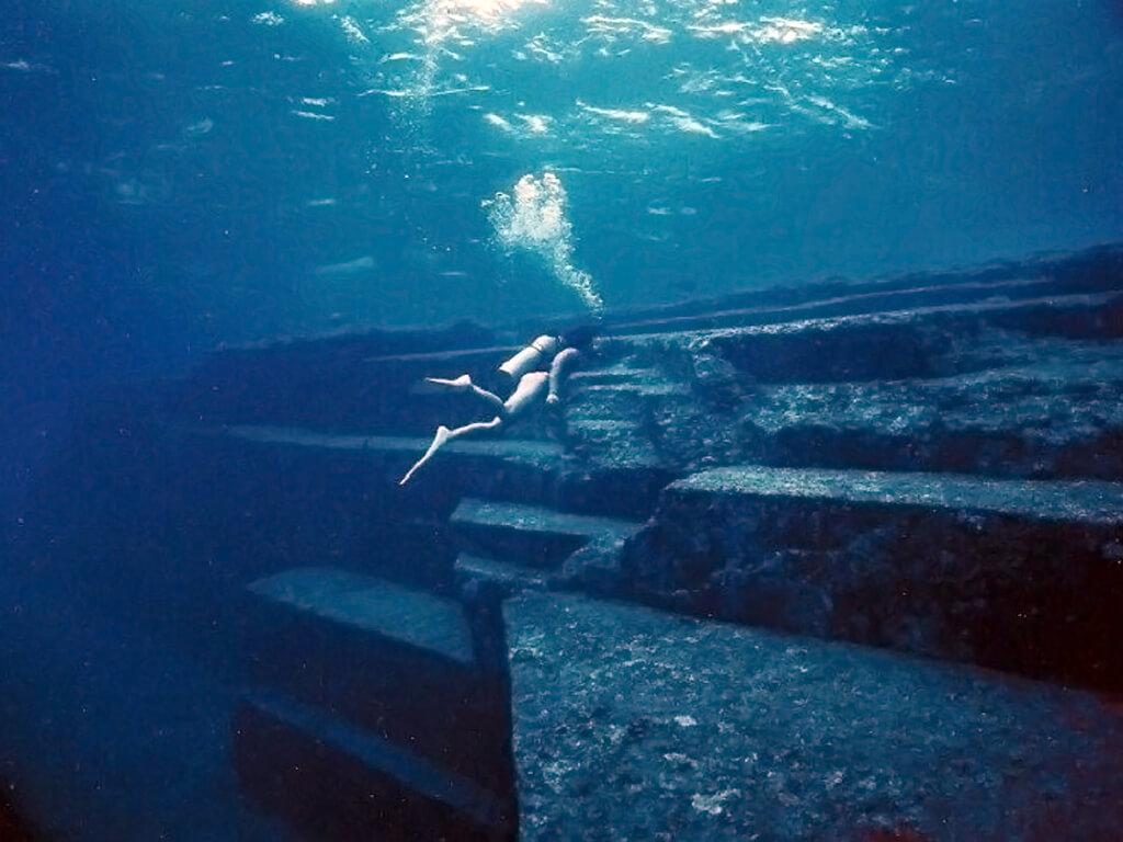 Recherches sous-marines de la cité cachée au fond du lac Titicaca
