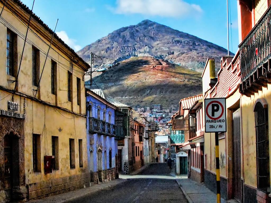 Vue sur le Cerro Rico depuis Potosí