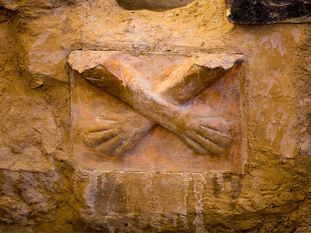 Mains croisées de Kotosh au Pérou
