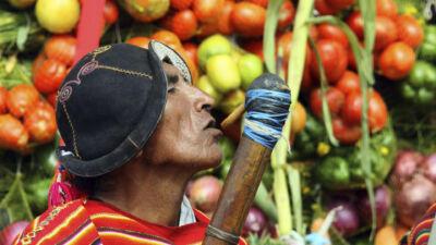 Marché de Tarabuco dans les vallées centrales en Bolivie
