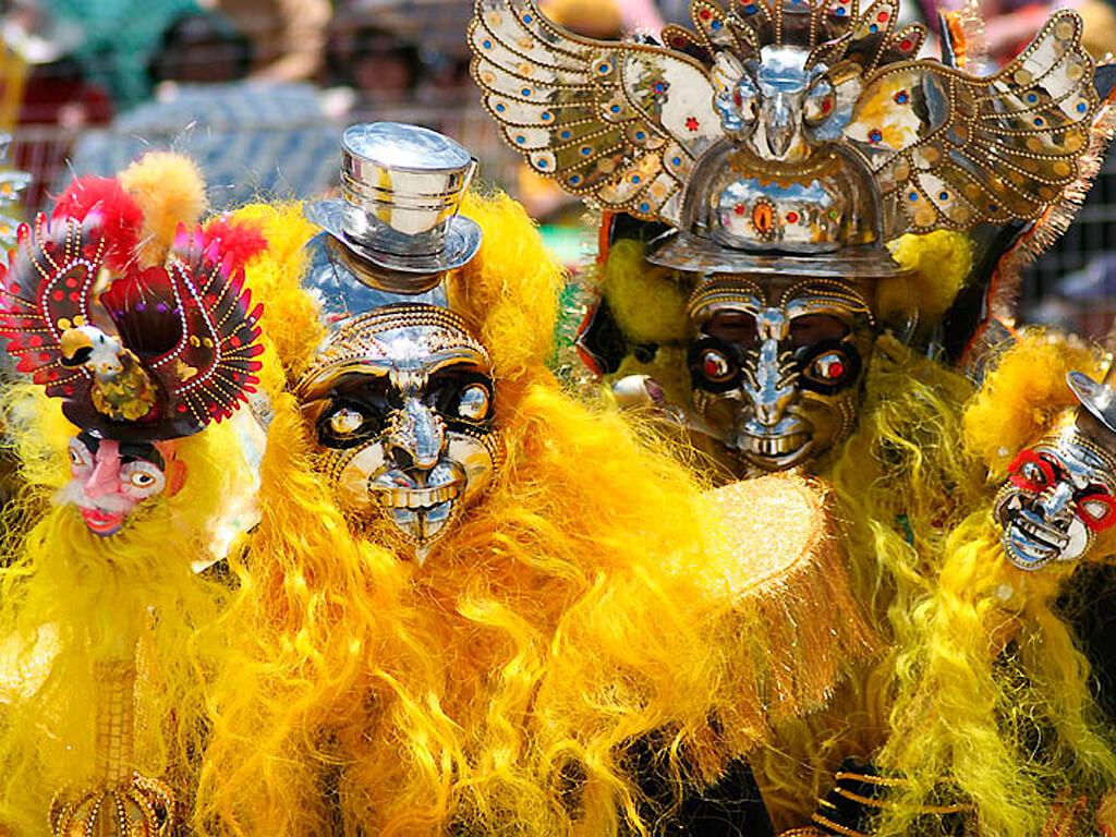 Masques pour le carnaval de Puno au Pérou