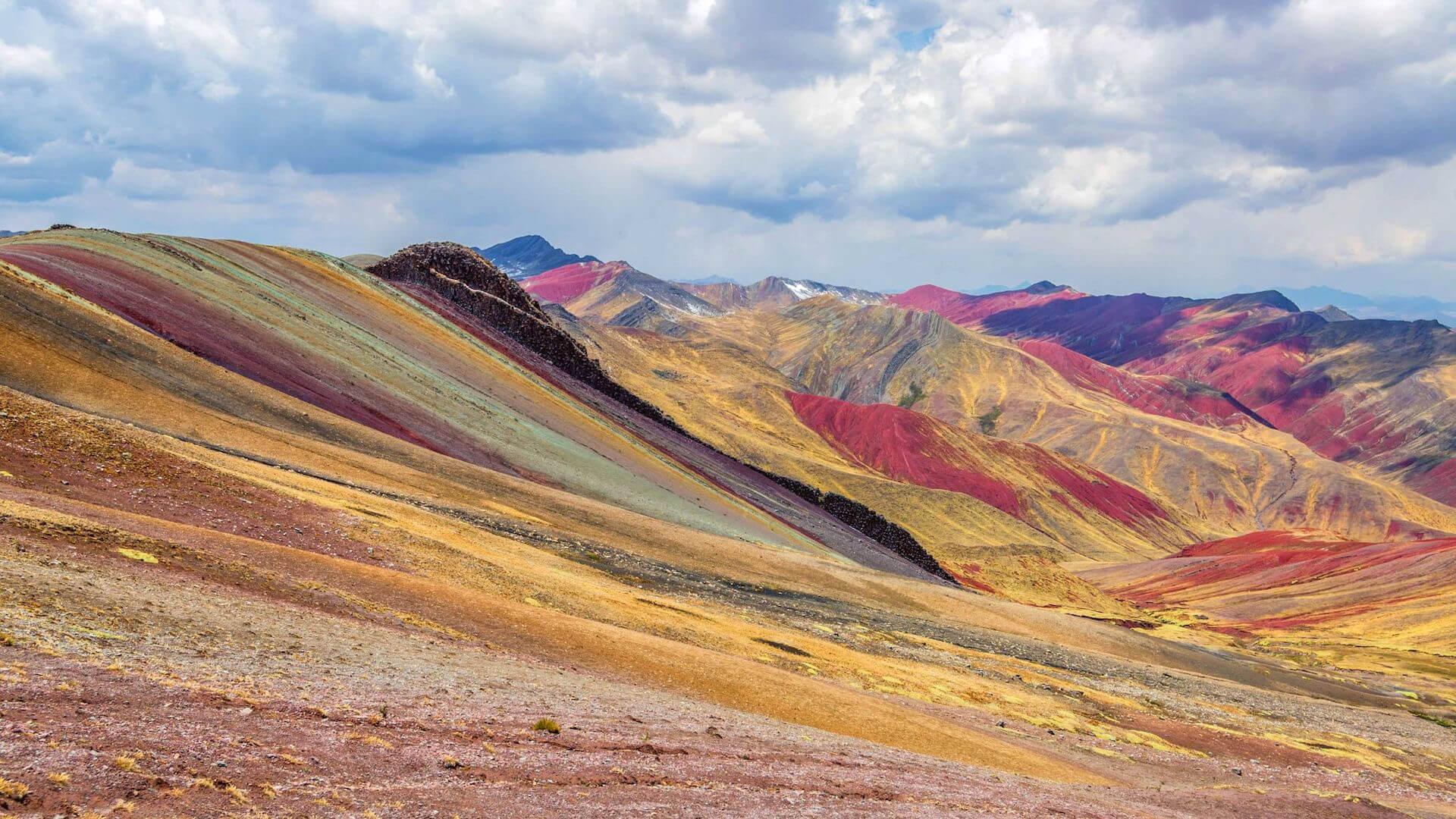 Montagne Vinicunca au Pérou, ou montagne arc-en-ciel