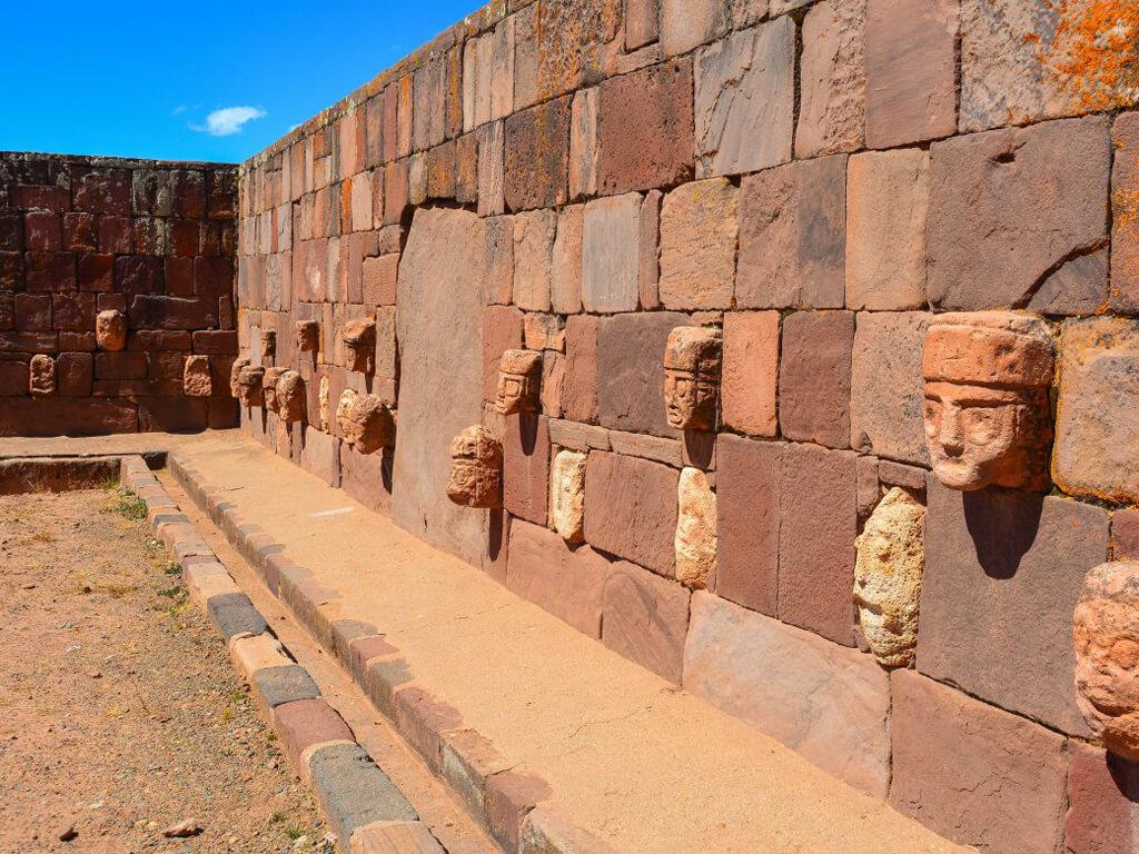 Monuments préhispaniques à Tiahuanaco en Bolivie