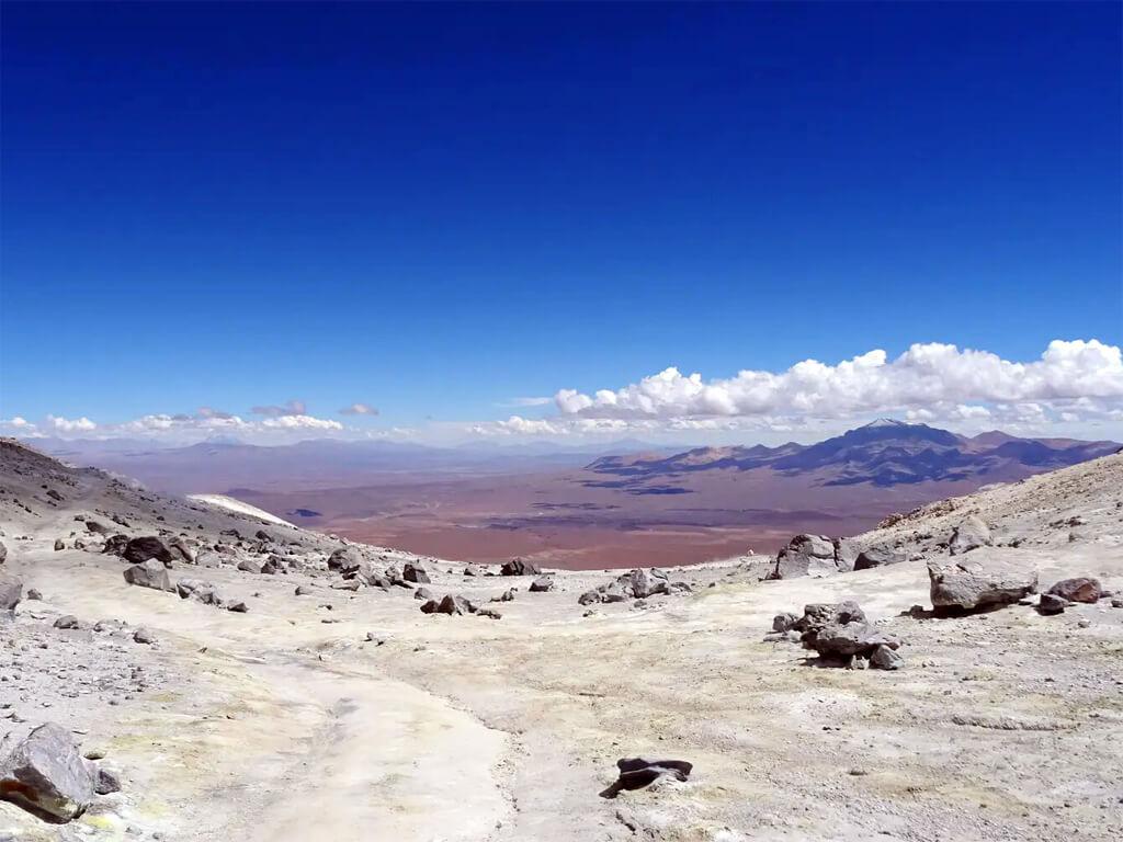 Paysages du Sud Lípez au sommet du Uturuncu en Bolivie