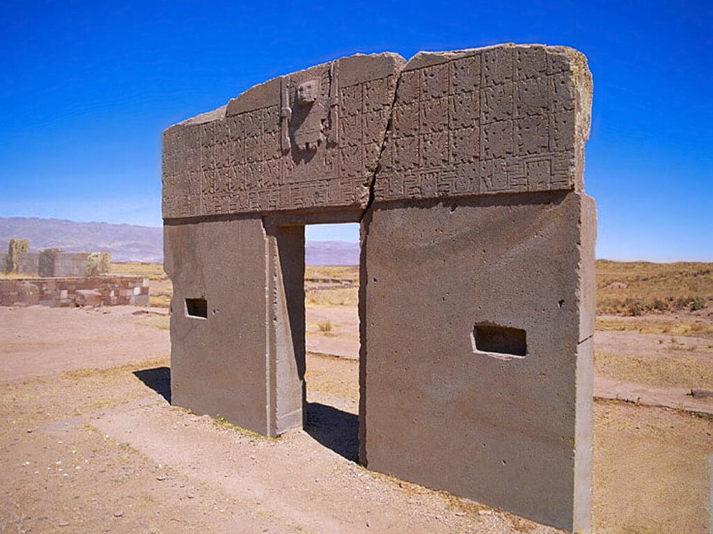 Porte du Soleil à Tiahuanaco en Bolivie, cité de Tiwanaku