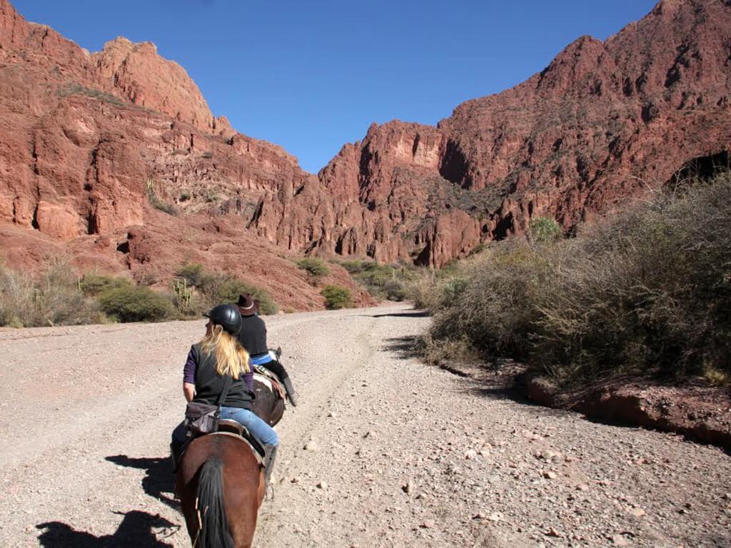 Randonnées à cheval dans la Quebrada de Palmira en Bolivie