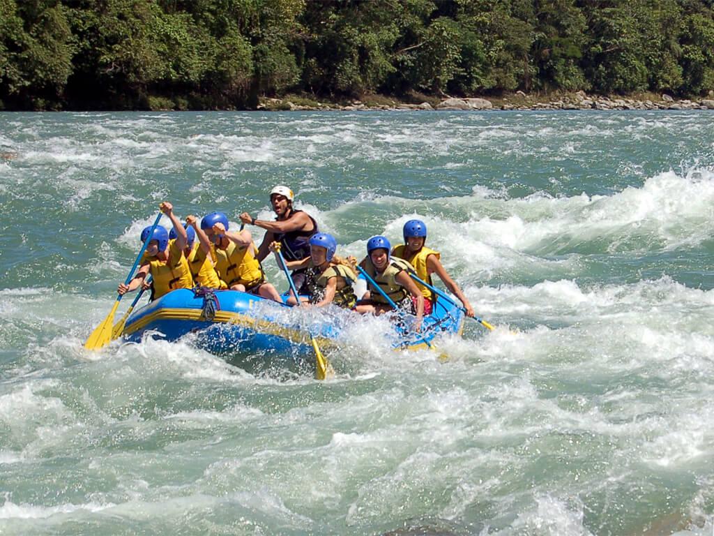 Rafting sur la rivière Upano en Équateur