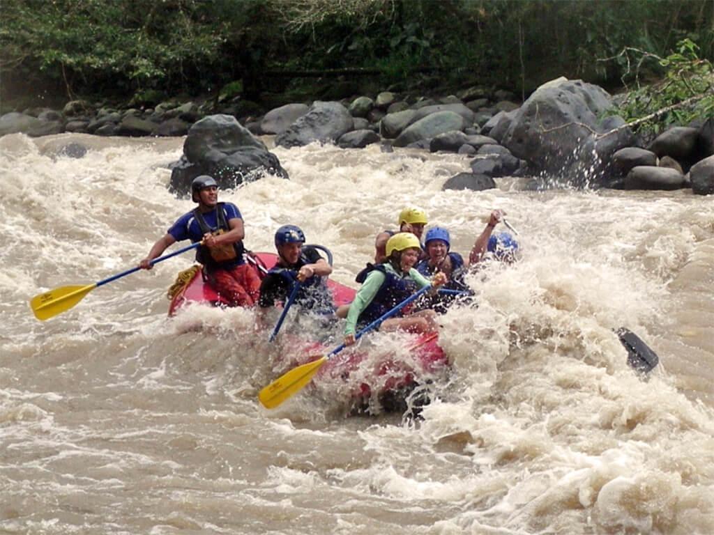 Rafting en famille sur la rivière Upano en Équateur