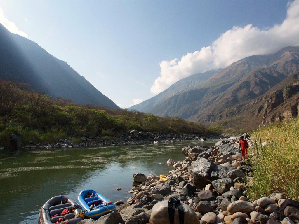 Une pause dans la Vallée Sacrée en rafting