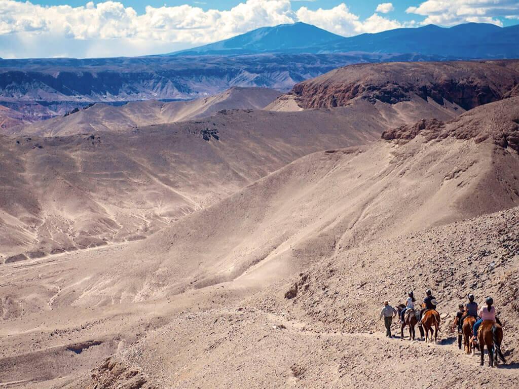 Sur la route des fossiles à cheval au Pérou