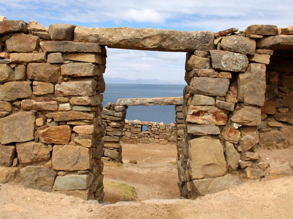 Ruines Chinkana sur l'île du Soleil en Bolivie