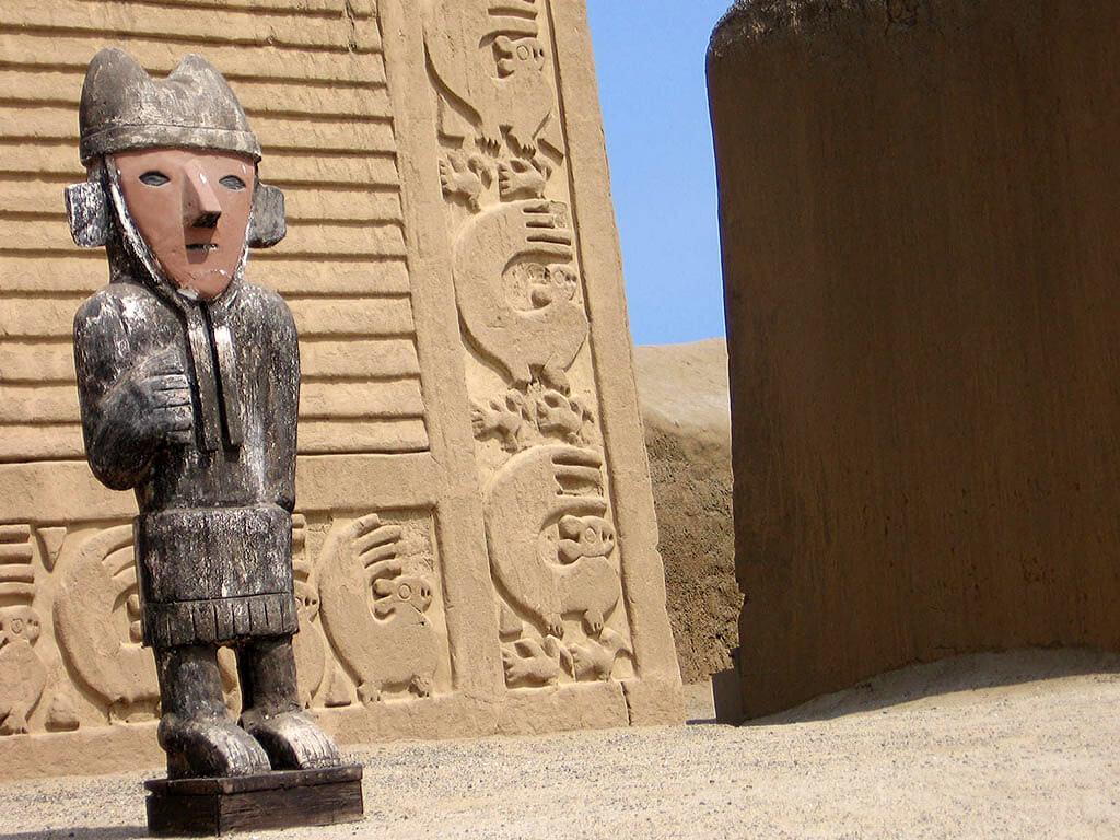 Ruines de la civilisation Moche de Chan Chan au Pérou