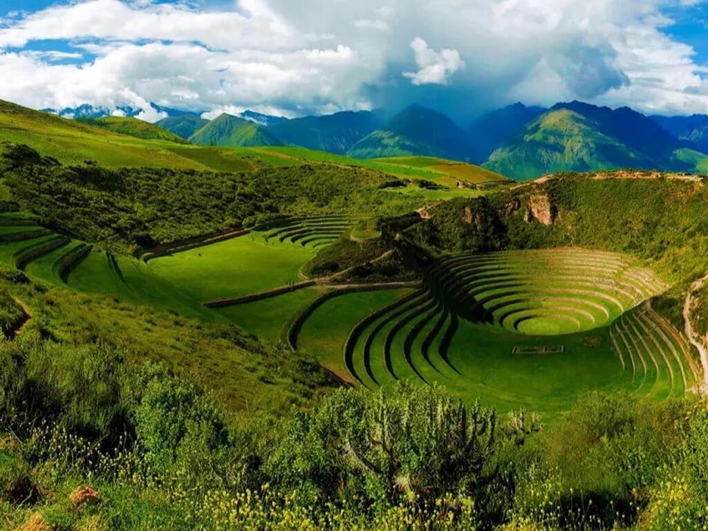 Ruines Incas de Moray près des salines de Maras au Pérou