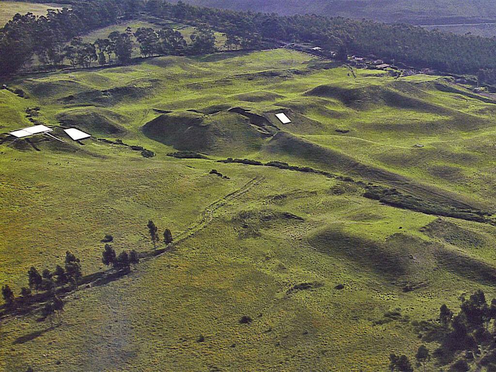 Ruines des Pyramides de Cochasquí en Équateur
