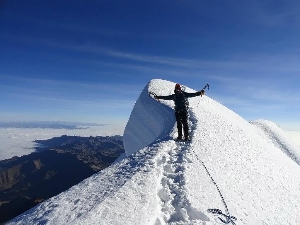 Au sommet de l'Illampu en Bolivie