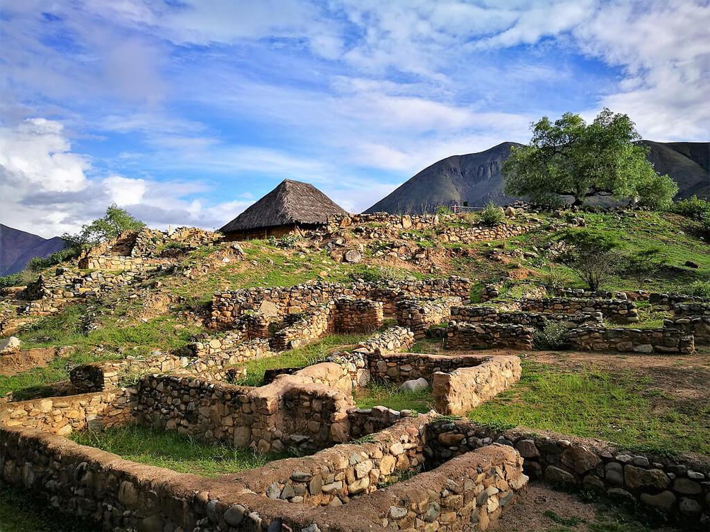 Temple des Mains Croisées de Kotosh près de Huánuco au Pérou