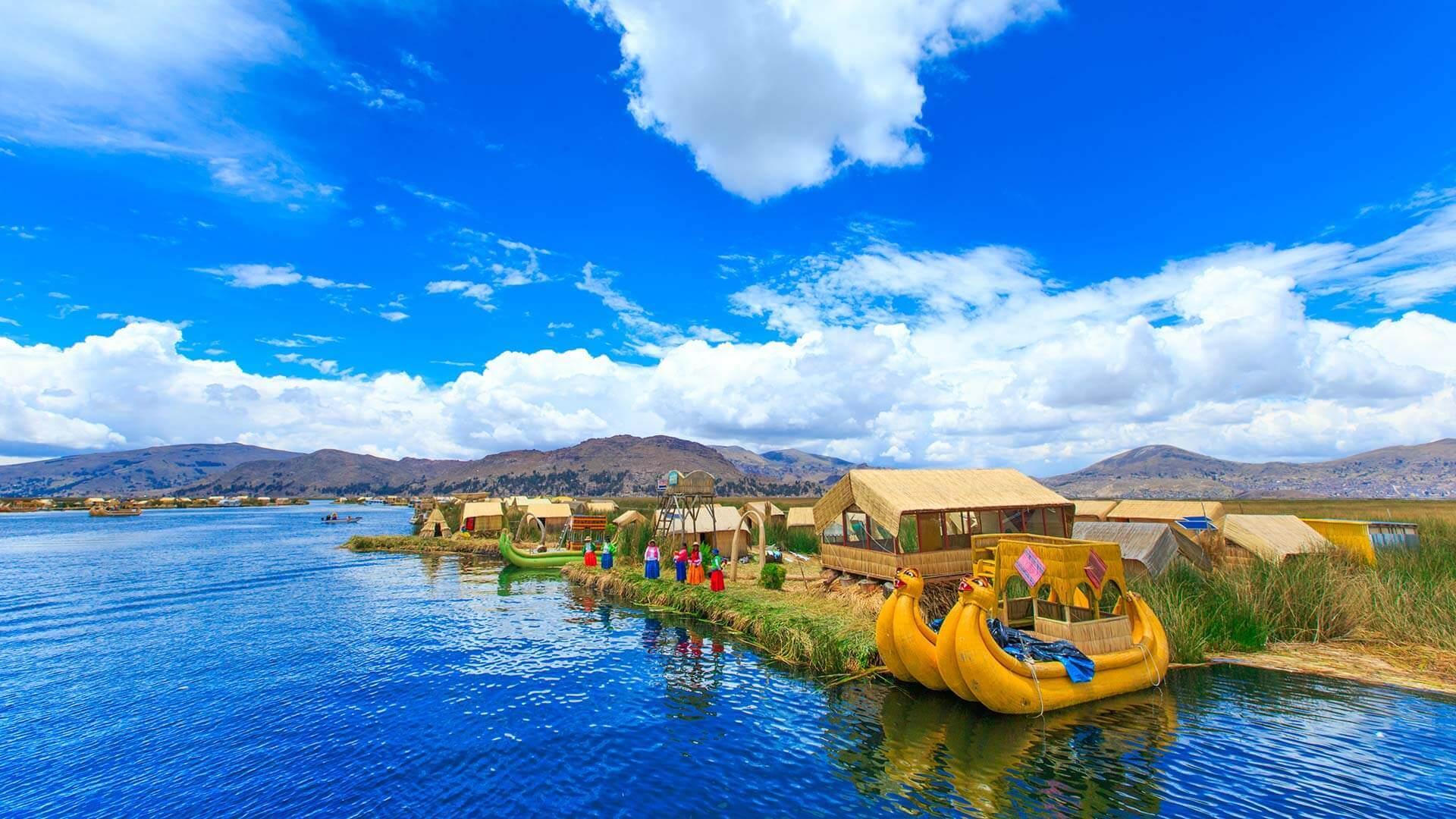 Îles Uros sur le lac Titicaca au Pérou