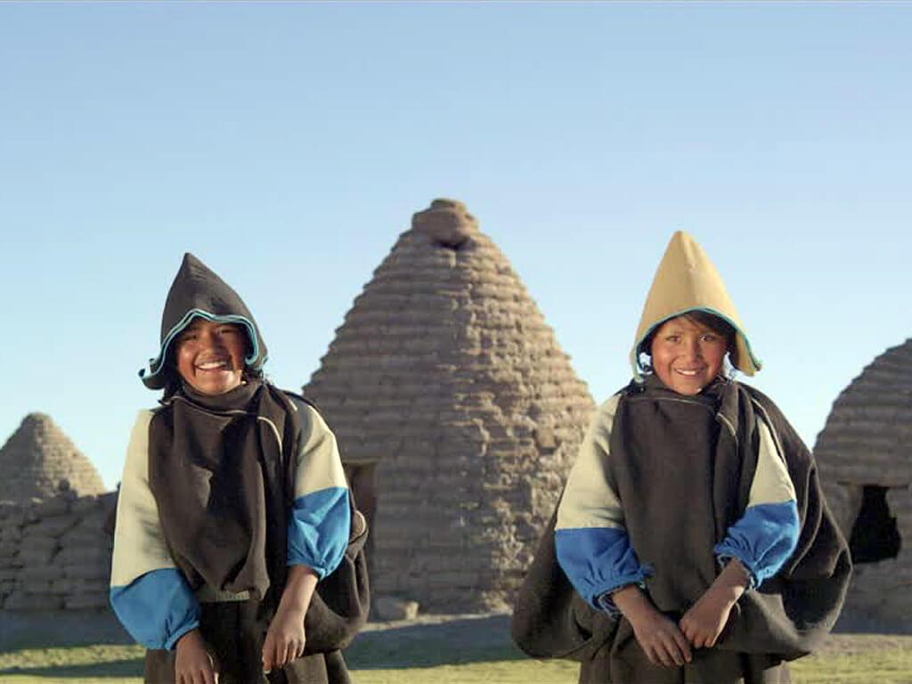 Accueil chaleureux au village Uru-Chipaya à Uros en Bolivie