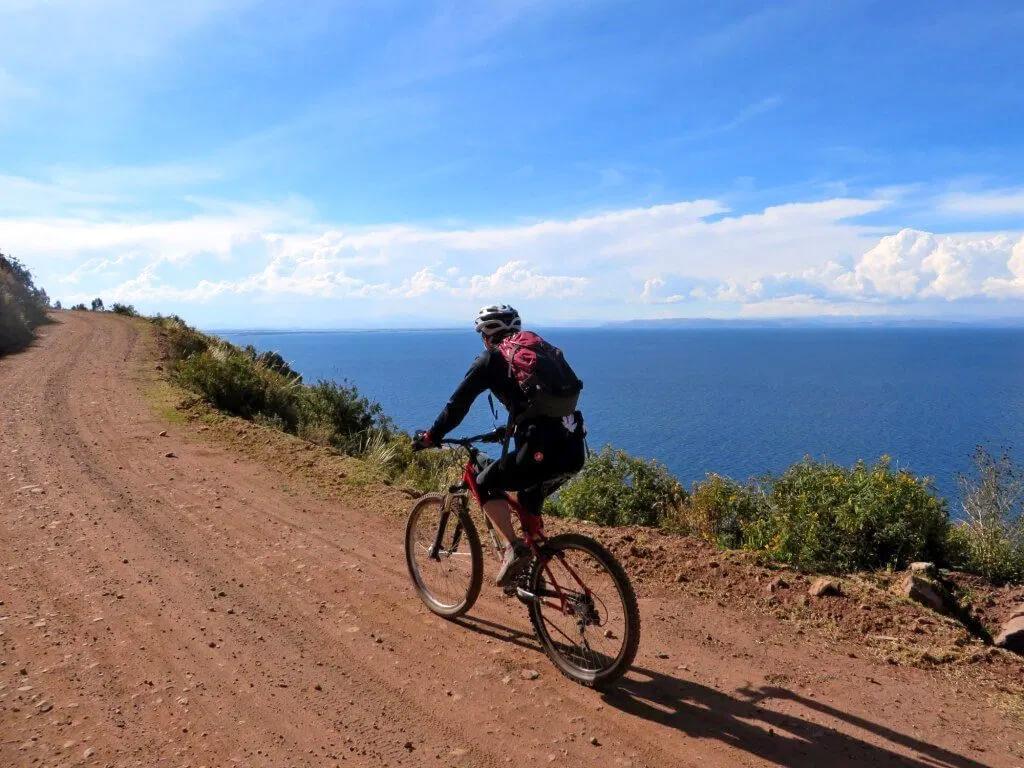 Du VTT autour du lac Titicaca au Pérou