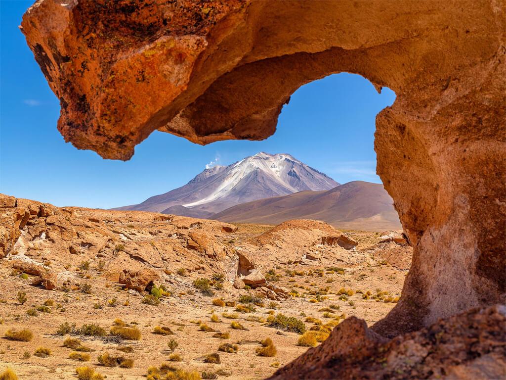 Vue sur le volcan Ollagüe en Bolivie